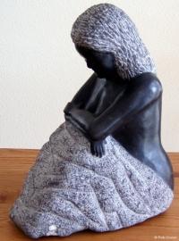 """""""Zittende vrouw"""" - Belgisch hardsteen - 2006"""