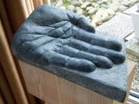 """""""Hand"""" - Belgisch hardsteen - 2010"""