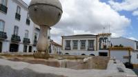 Évora: de fontein op het Largo da Porta de Mour
